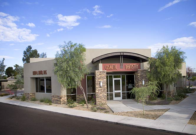 Exterior view of the dental office of Dr. David R. Moyer in Phoenix.